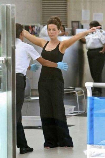 美国机场非常规安检