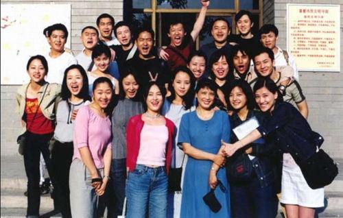 黄晓明和赵薇是同学