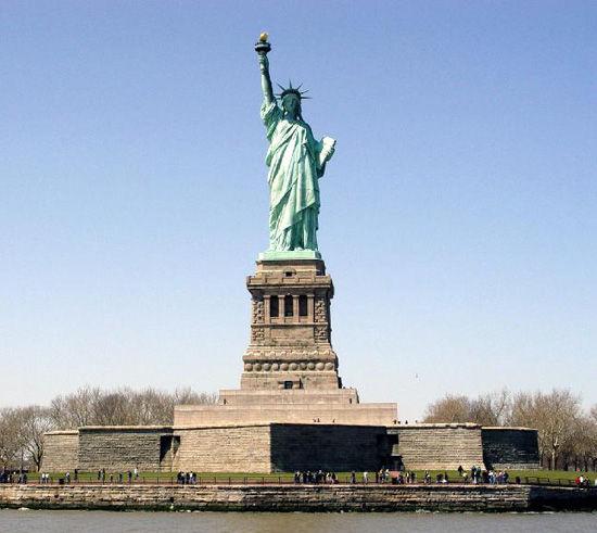 哈德逊河口自由女神像