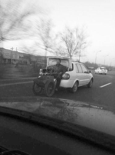 这种搭车法的确挺牛,但太危险。