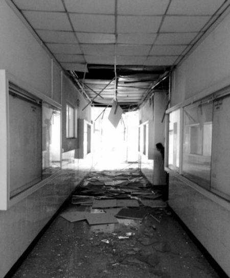 被震坏的校舍