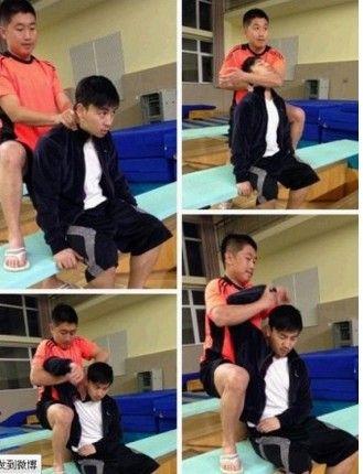 释小龙19日下午还在微博贴出备战跳水的照片。