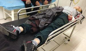 自杀小伙在医院抢救   ■华商晨报 华商响网记者 刘海臣 摄