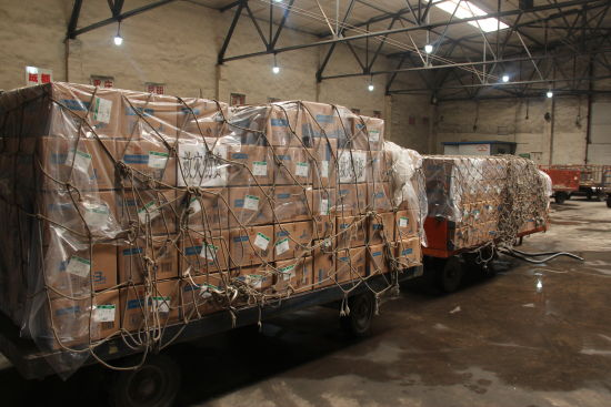 3600盒奶粉于23日下午随同航空公司货机起飞