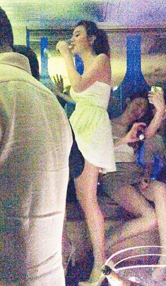 钟采羲在兰桂坊派对上微醉