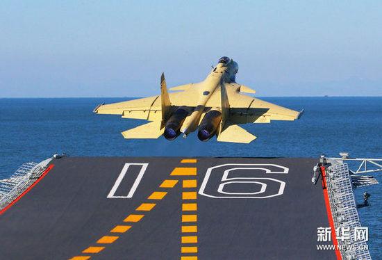 资料图:中国舰载机飞行员问题制约航母战力。