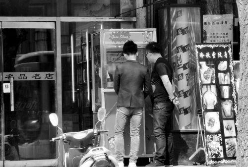 铁西某超市门前的抓烟机