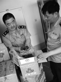 34箱假冒的和田玉枣被沈阳市和平区工商局满融工商所的执法人员在辖区一库房内查扣。