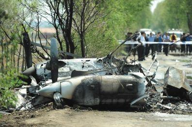 5月16日拍摄的飞机残骸。新华社记者 潘昱龙