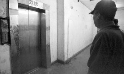 电梯很受伤,居民很无奈。