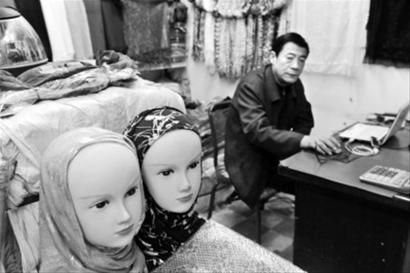 摩洛哥卡萨布兰卡中国商品颇为集中的Derb Omar市场活跃着中国商人的身影。 东方IC供图