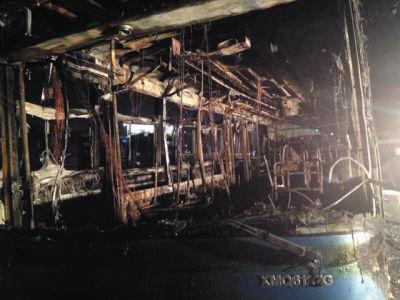 这是6月7日拍摄的被烧毁的公交。新华社发