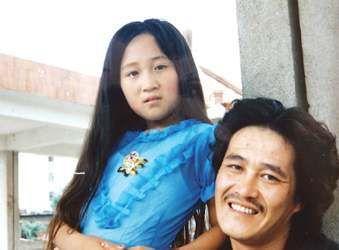 赵本山与女儿合照