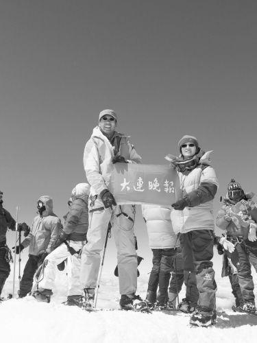 辽宁女记者成功登顶厄尔布鲁士顶峰