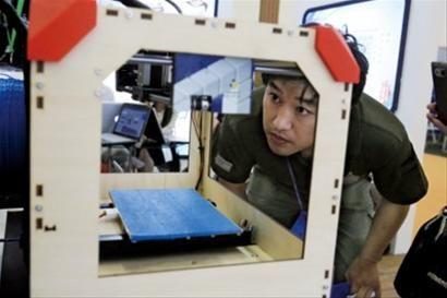 某展会上展出的一款3D打印机。