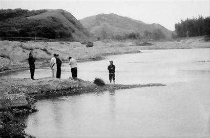 日前,营口盖州两名小学生在河边玩水时不幸遇难。 爱民 摄