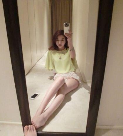 郭美美玩自拍疑有新恋情