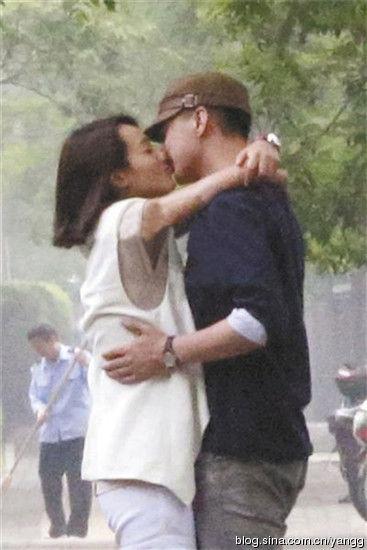 朱丹与男友激吻