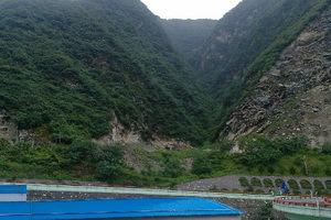 秦岭1号隧道,从海拔400米到现在的850米,景色很美。