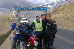 18日,拉孜,目前海拔4200多米,空气真的很稀薄。