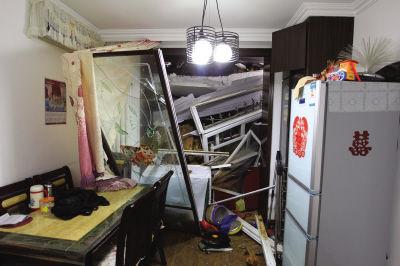 挡土墙塌方,居民家中受损不小。