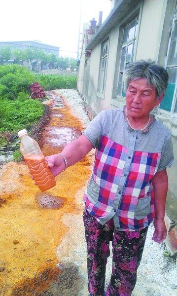 事发后刘大娘有意留存了一瓶红水。
