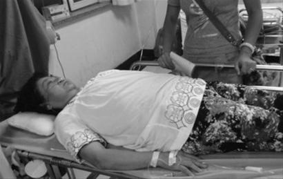 昨晚8时许,近70岁的马大姨正在辽宁省人民医院急诊室输液。 胡月梅 摄
