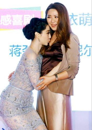 8月5日,由导演金依萌原创剧本并执导的电影《一夜惊喜》在北京举行首映典礼,范冰冰、李治廷、蒋劲夫等到场。