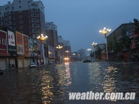 16日凌晨,特大暴雨袭击黑山县。