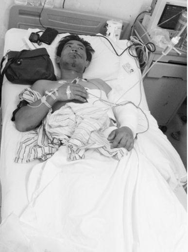 金先生在医院接受救治。
