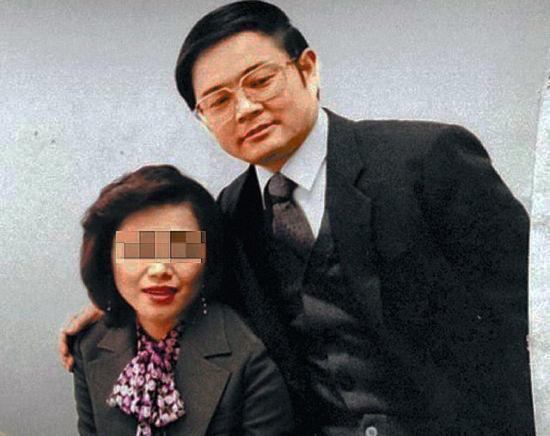 台湾媒体曝光了刘晓庆71岁富商老公王晓玉30年前的蜜照