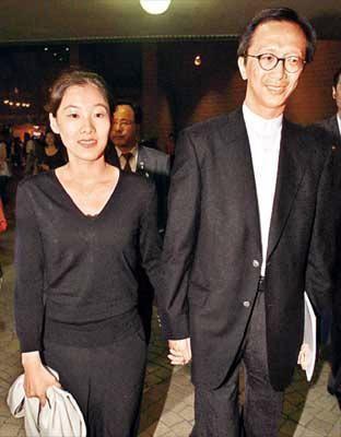 梁锦松与伏明霞:年龄相差25岁