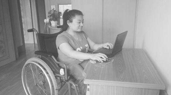 虽然大部分的时间都呆在家里,但网络架起了王琳接触外界的桥梁。