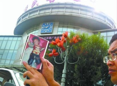 9月9日,沈阳新民市绕阳河大桥桥下,发现一名两岁左右男童被塞进塑料袋死亡。