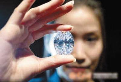 """钻石界第一""""白富美"""""""