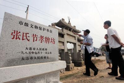 刘氏后人刘文博一直守护着牌坊