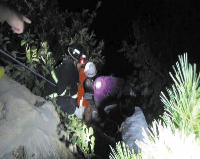 轻生男子被成功救出。