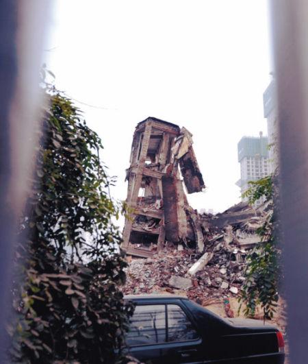 省气象局大楼、原东电医院大楼昨晨爆破