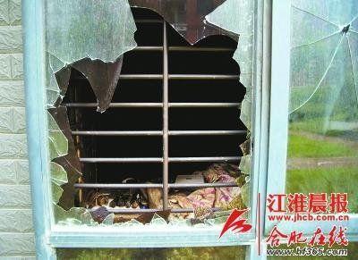 被敲碎的玻璃