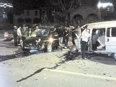 现场车损相当严重。