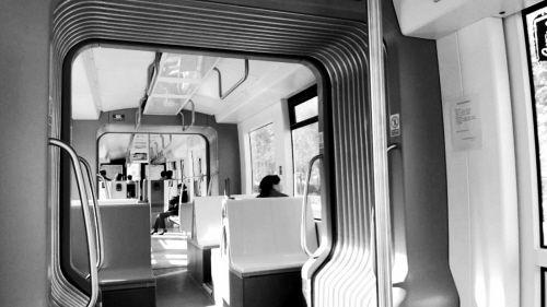 10月8日,有轨电车上的乘客很少