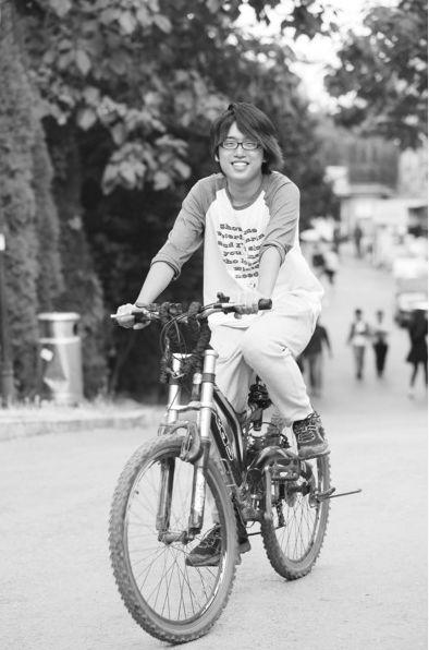 辽师大二学生段鸿升用五天四夜从沈阳骑自行车回大连。半岛晨报、海力网摄影记者张腾飞