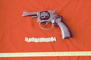 改装的左轮手枪及子弹■警方供图