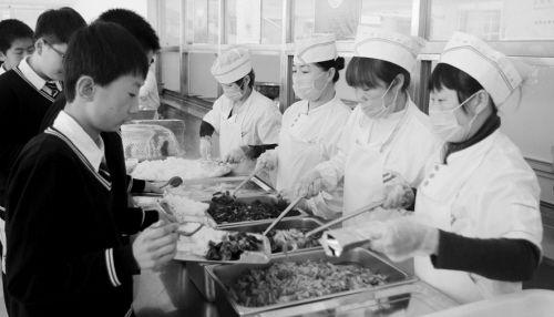 现在4所学校已试点,主要食材将招投标确定