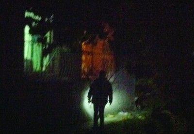 警方勘查现场并提取现场痕迹。北国网、辽沈晚报特别报道组