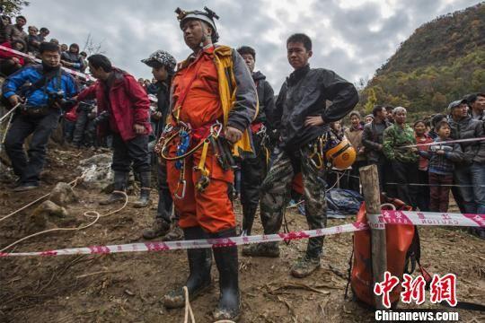武汉、宜昌、襄阳三地洞穴协会队员参与救援周运逸摄