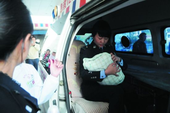 11月7日凌晨警方解救男婴
