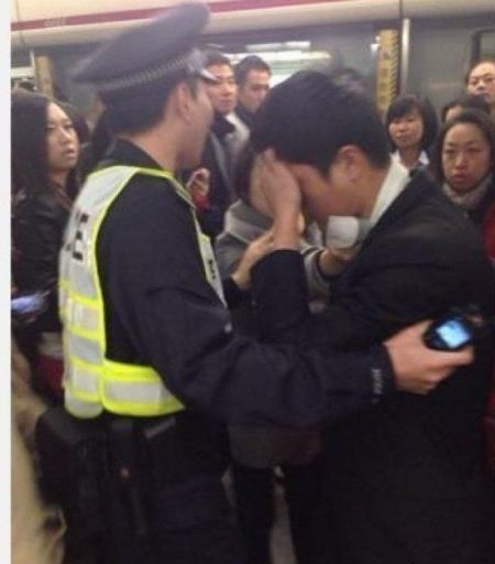 一男子在一号线车厢内趁列车晃动之际猥亵同车女乘客