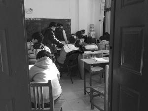 补习班课间休息。记者 宫晓天 摄