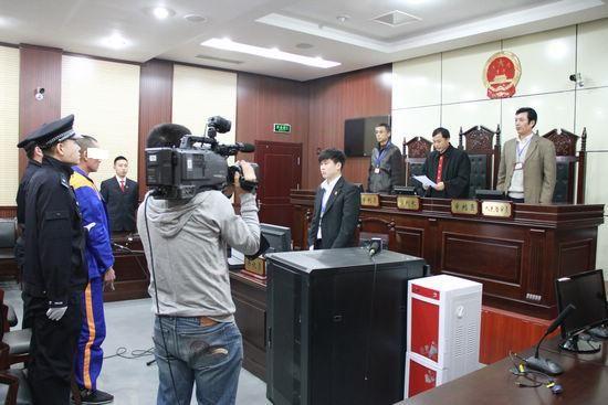 昨天上午,李沧法院开庭宣判,判决被姜某某犯强奸罪,判处有期徒刑四年。